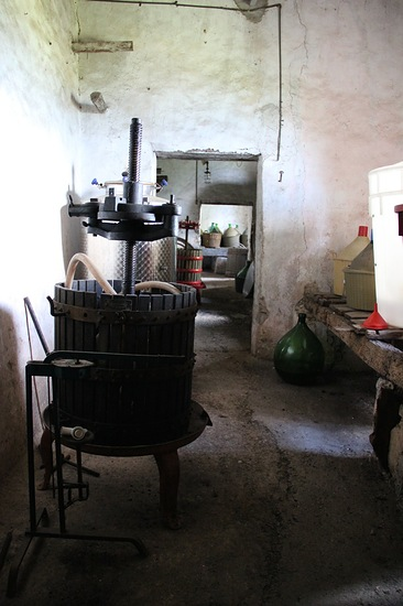 wwoof in italy, wwoof farm, wwoofing, wwoofing in italy, old farm, farm in italy, italian farm